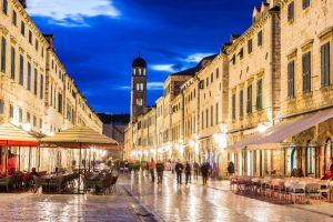dubrovnik-night-street-xlarge